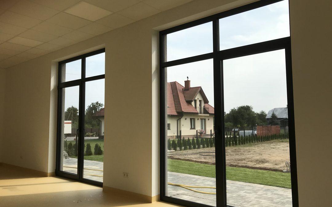 Oklejanie okien i witryn Warszawa – FOLMONT Folie okienne w Warszawaie