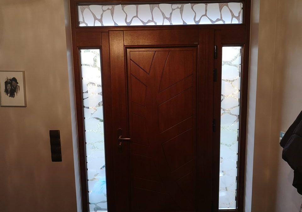 Folie i okleiny renowacyjne na drzwi i futryny