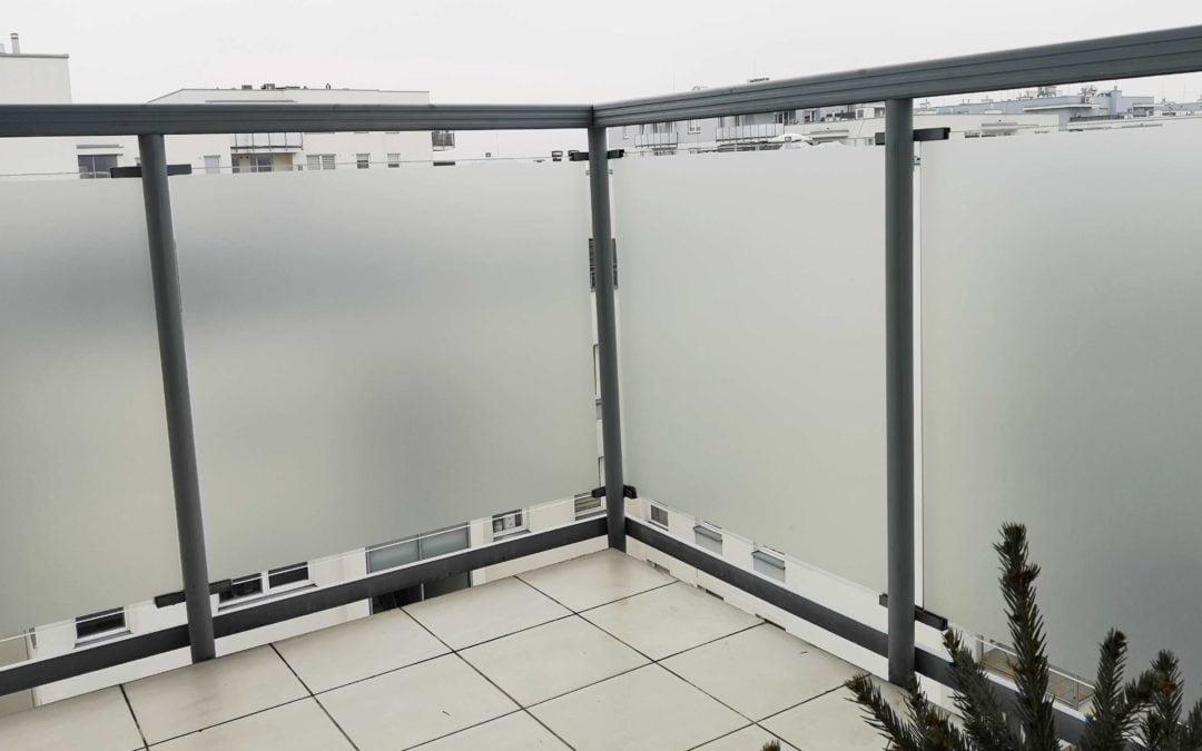 Montaż folii na szybach balkonowych Warszawa